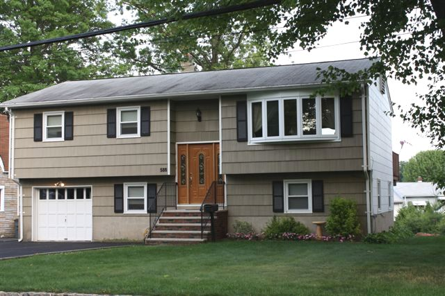 New listing lake front bi level new jersey real for Bi level home