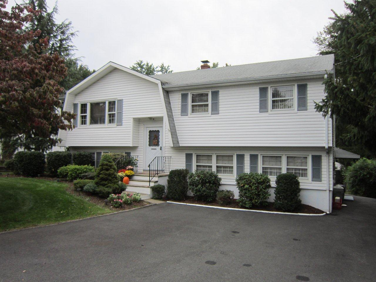 Just listed in montville nj bi level with in law suite for New homes with inlaw suites